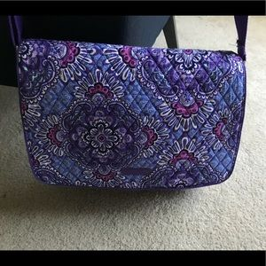 Vera Bradley messenger bag- great condition